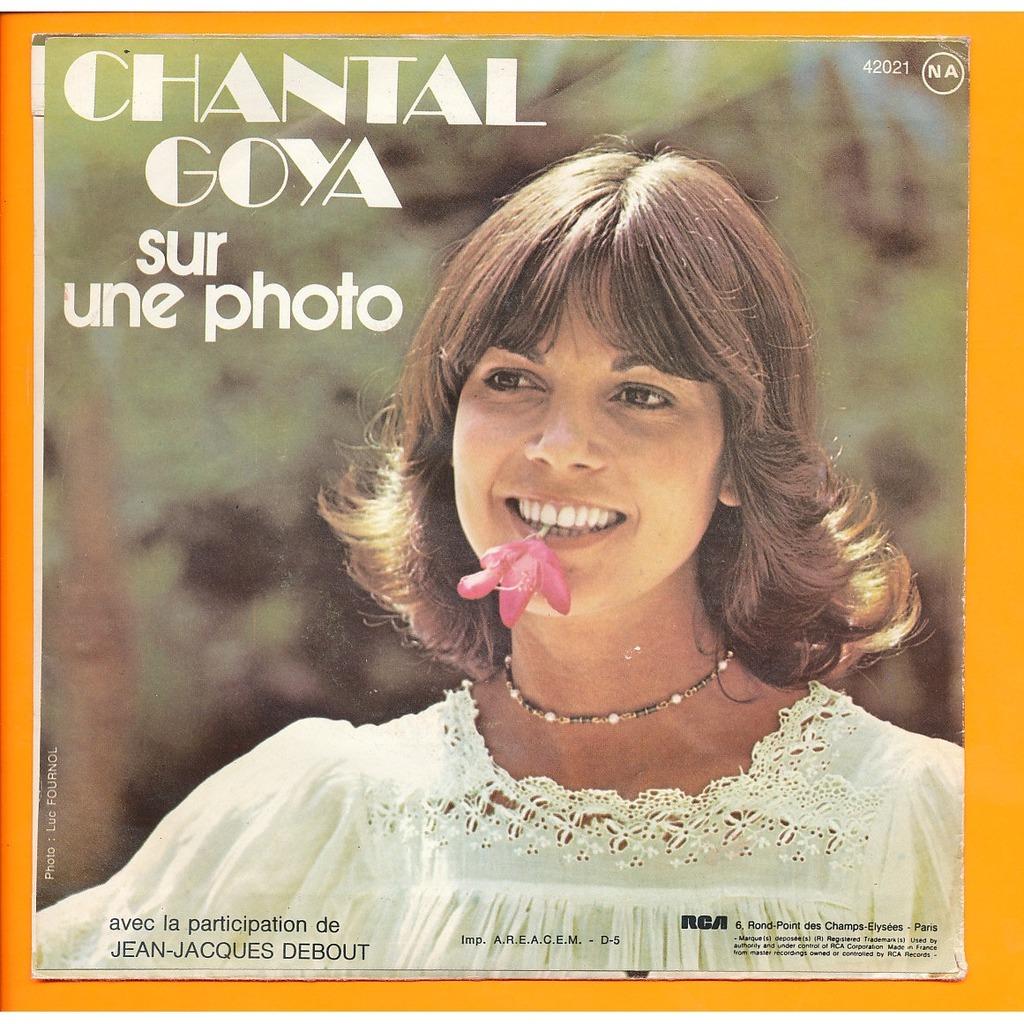CHANTAL GOYA ( JJ Debout ) adieu les jolis foulards - sur une photo