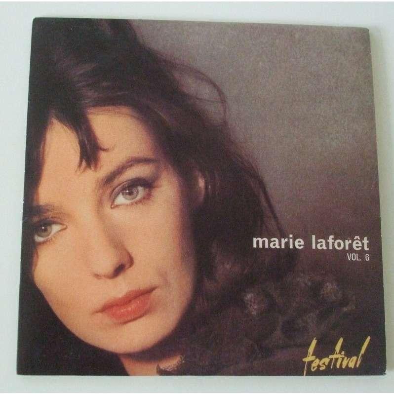 Marie Laforêt - Il A Neigé Sur Yesterday / J'Ai Le Cœur Gros Du Temps Présent