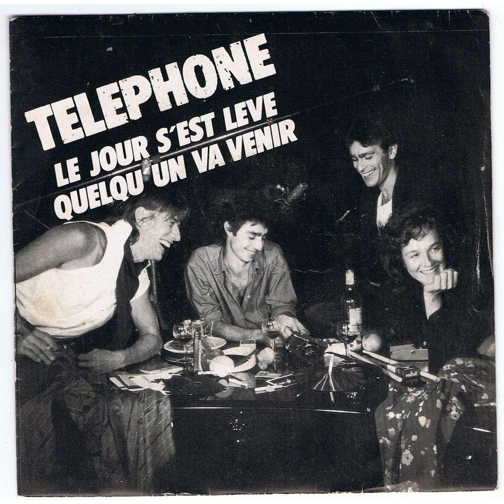 TELEPHONE LE JOUR S'EST LEVE / QUELQU'UN VA VENIR