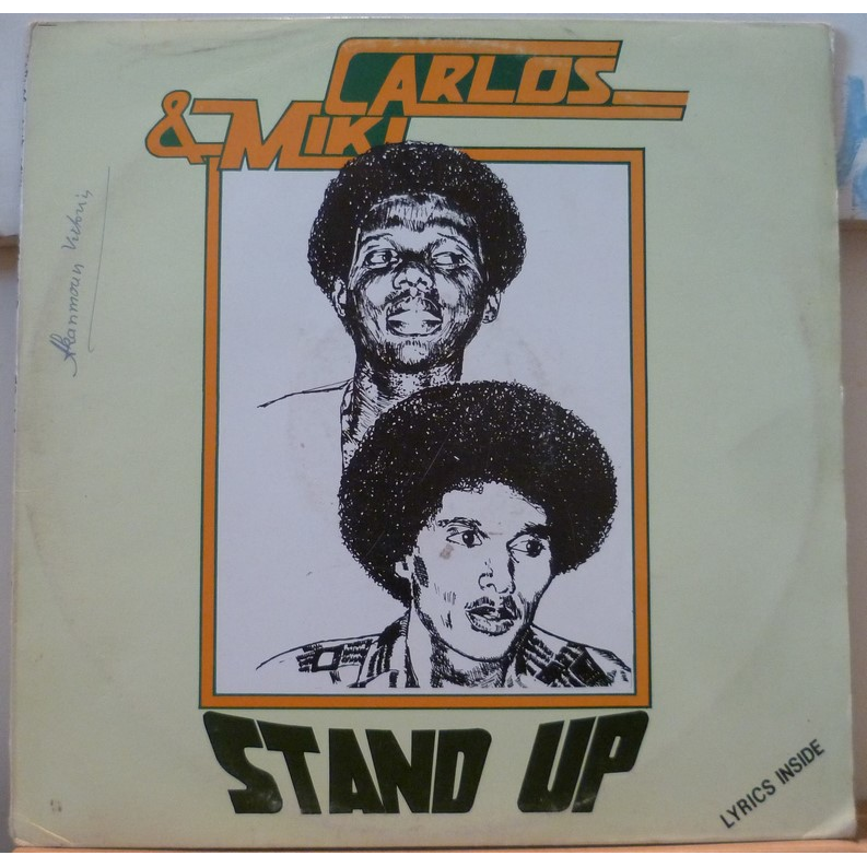 CARLOS & MIKI Stand up