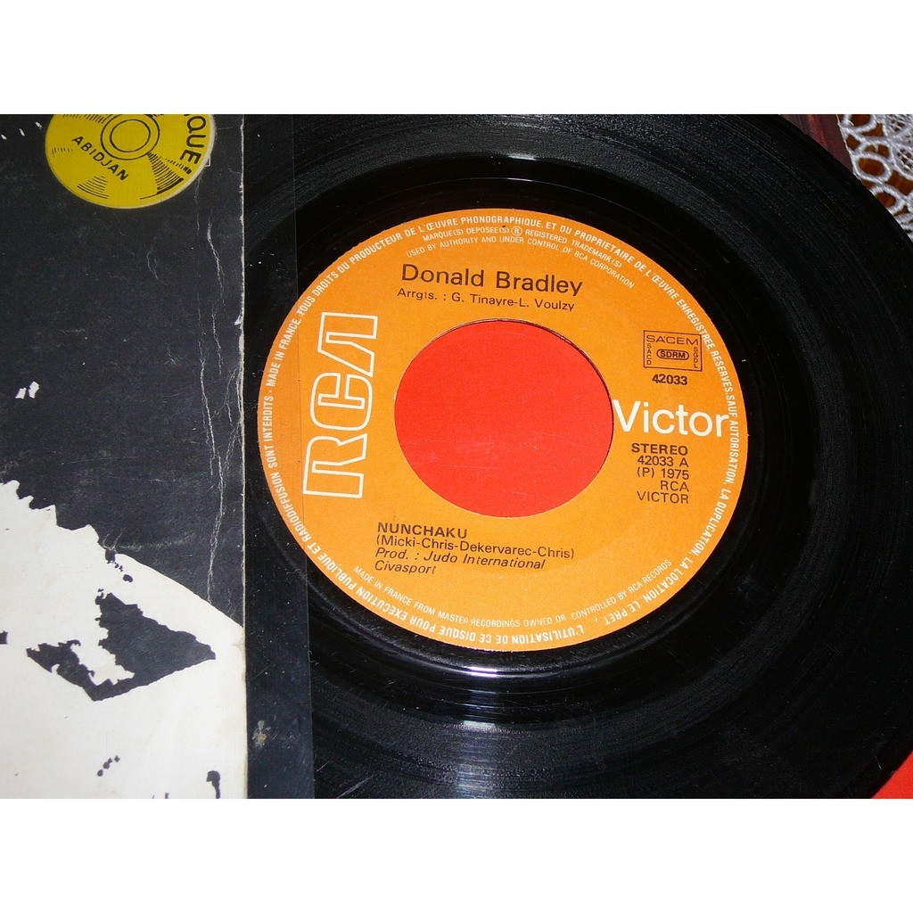 DONALD BRADLEY - BRUCE LEE NUNCHAKU