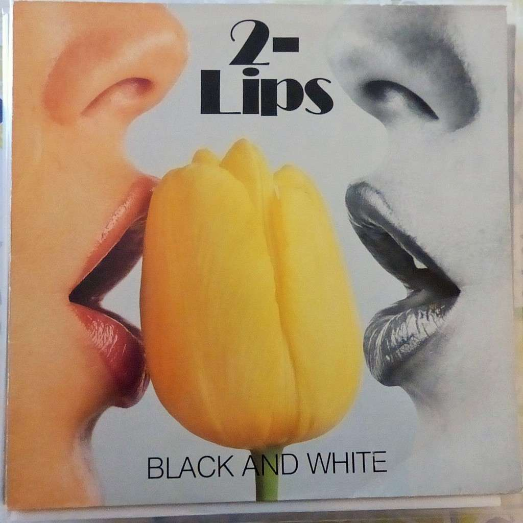 2-LIPS BLACK AND WHITE