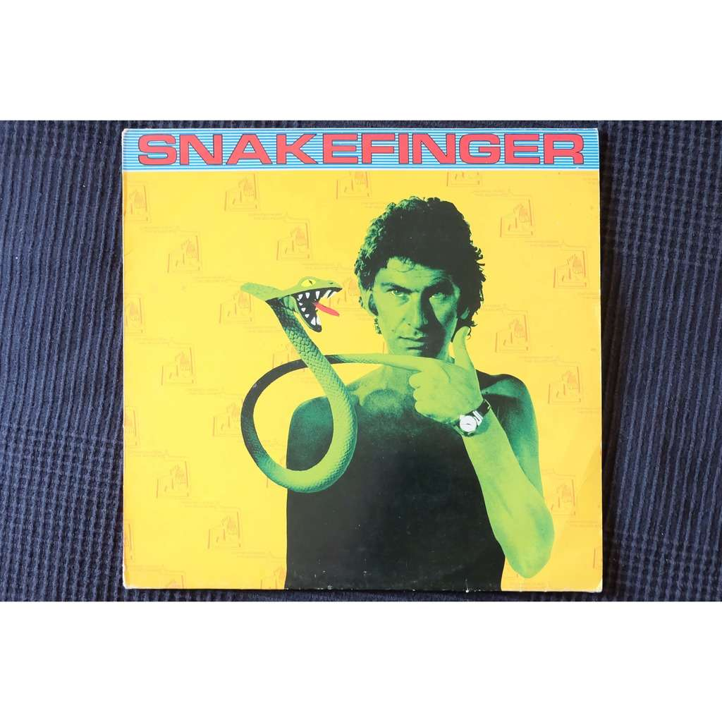 Snakefinger Chewing hides the sound
