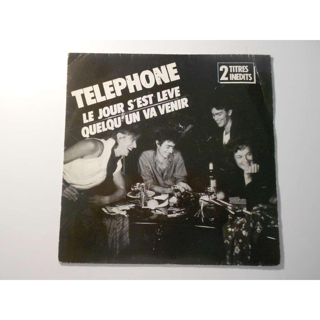 telephone le jour s'est leve § quelqu'un va venir