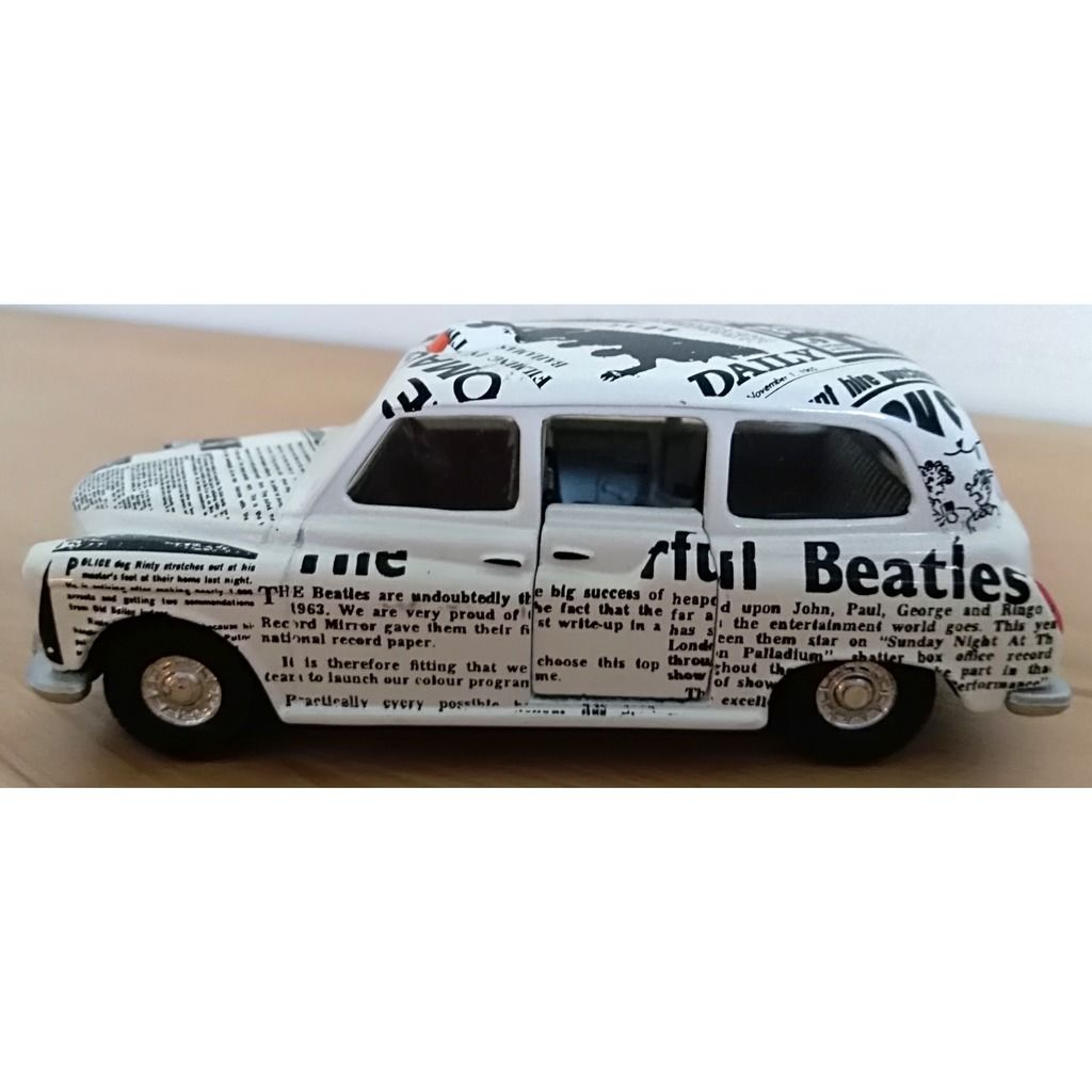 the beatles The Beatles taxi Corgi Toys édition collector 1997 avec figurine et boîte