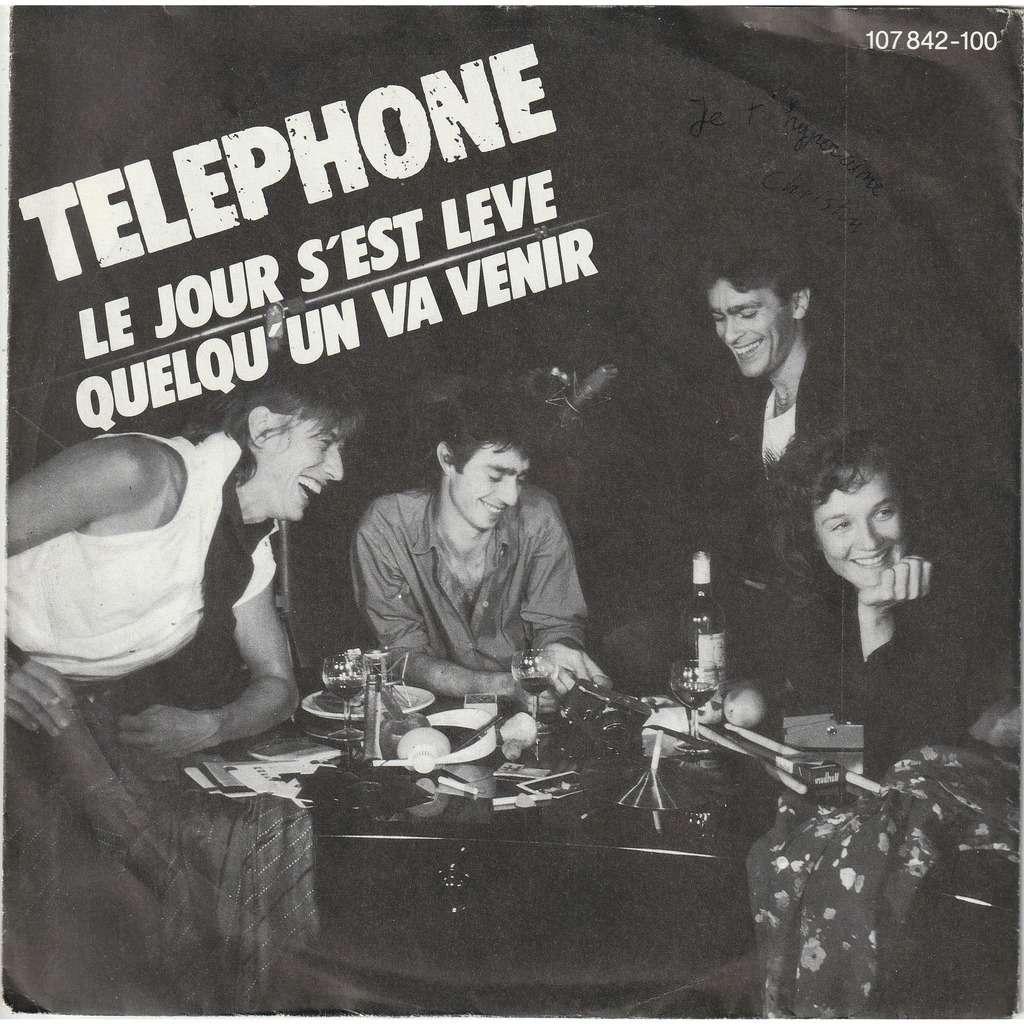 TELEPHONE Le jour s'est levé- Quelqu'un va venir