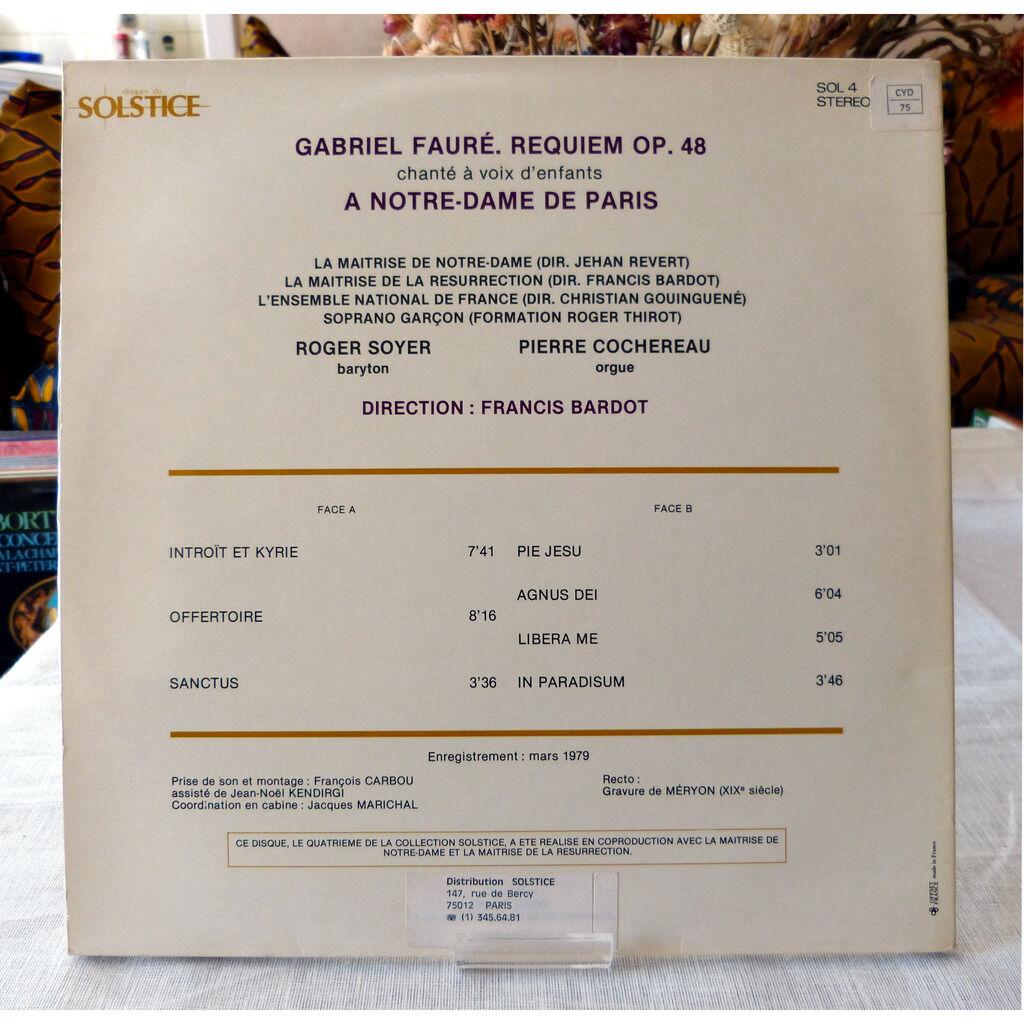 Gabriel Fauré Requiem chanté à voix d'enfants à Notre Dame de Paris